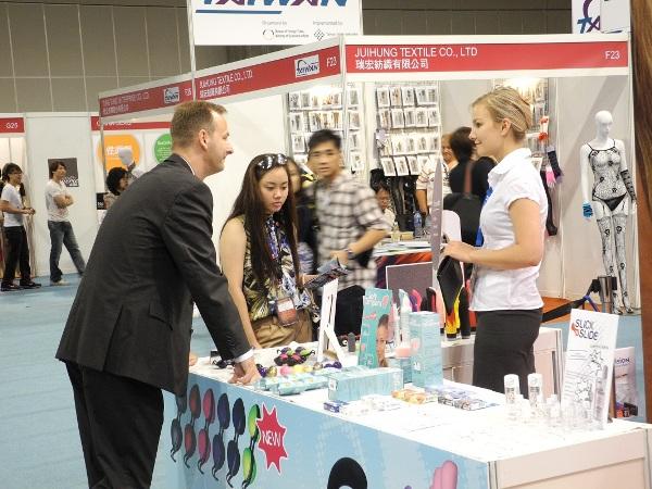 亚洲成人博览代理商与参展商沟通