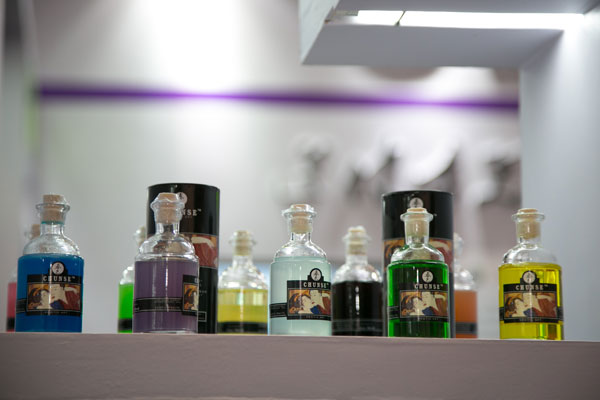 上海成人展参展企业润滑剂等产品展示