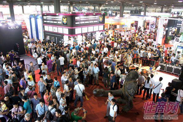 广州性文化节人潮涌动