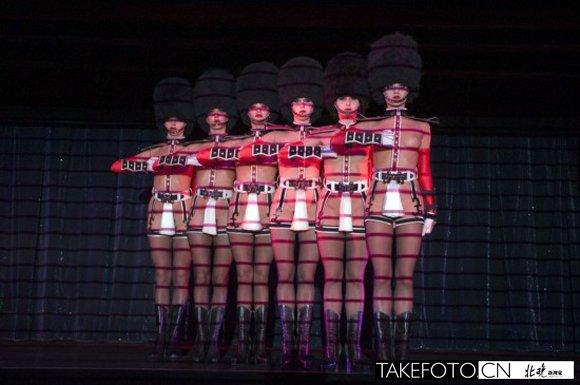艳舞��.�9�-yol_法国疯马艳舞团香港演出 女郎情趣内衣草地裸舞秀