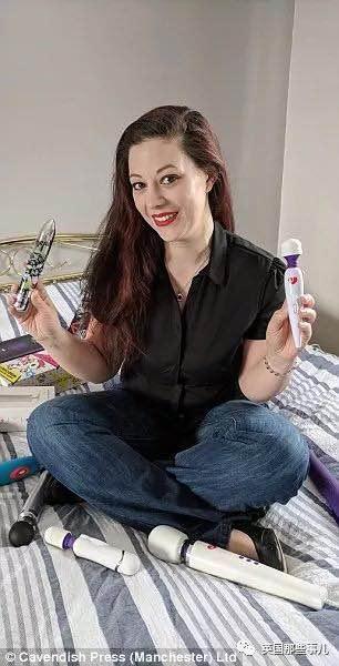 家里有3000件玩具情趣,这位情趣用品v玩具师每年赚26三角情趣内衣连体图片