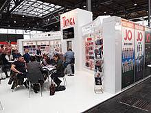 TONGA品牌的展台里面坐满了咨询的游客