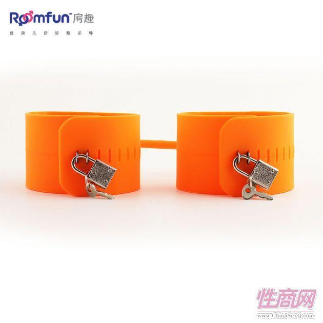 情趣带锁硅胶绑铐1