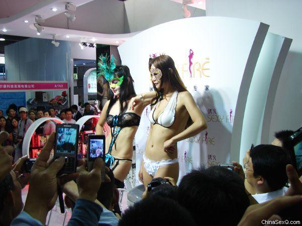 2011广州性文化节―《性商》发行图片37