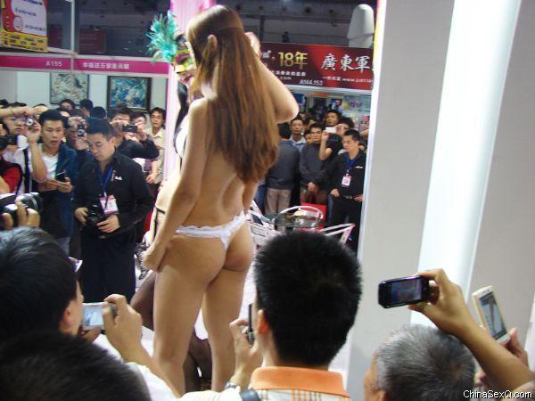 2011广州性文化节―《性商》发行图片41
