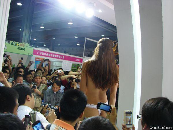 2011广州性文化节―《性商》发行图片40