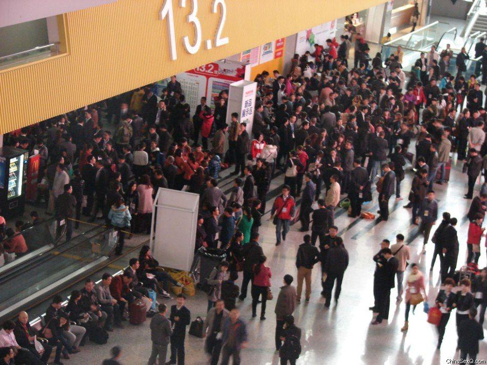2012国药会展厅内人山人海