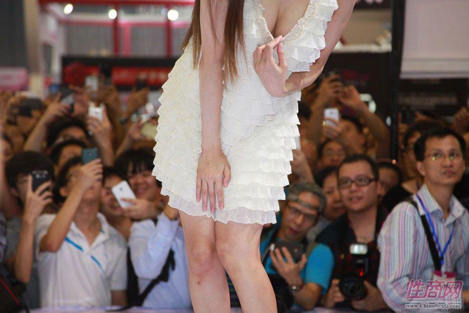 【美图】2013广州性文化节之女优水菜丽图片2