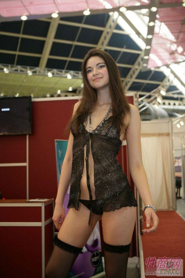 俄罗斯成人视频聊天_2013俄罗斯成人展模特秀场(2)