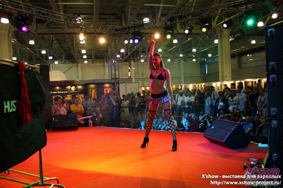2011俄罗斯成人展香艳舞台图片1