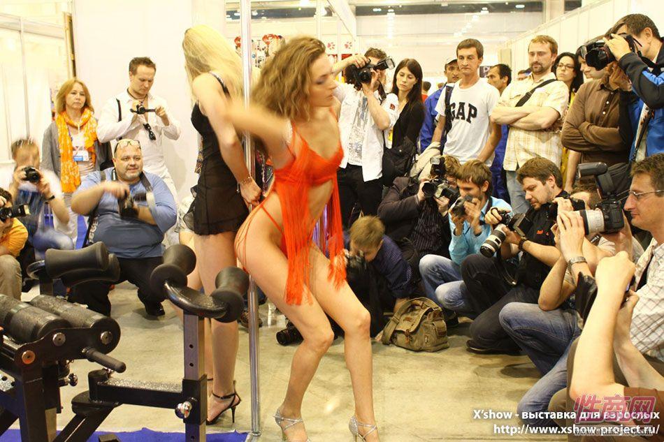 2011俄罗斯成人展香艳舞台图片7