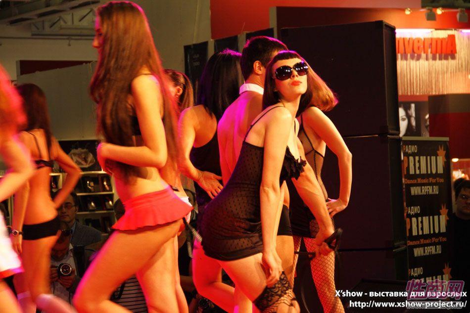 2011俄罗斯成人展香艳舞台图片8