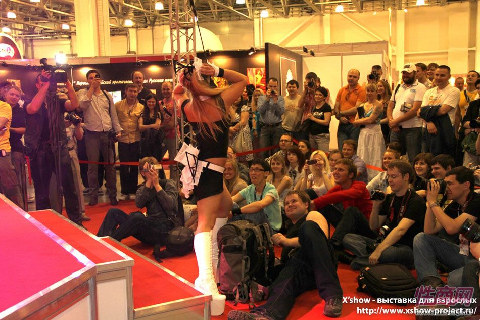2011俄罗斯成人展香艳舞台图片25