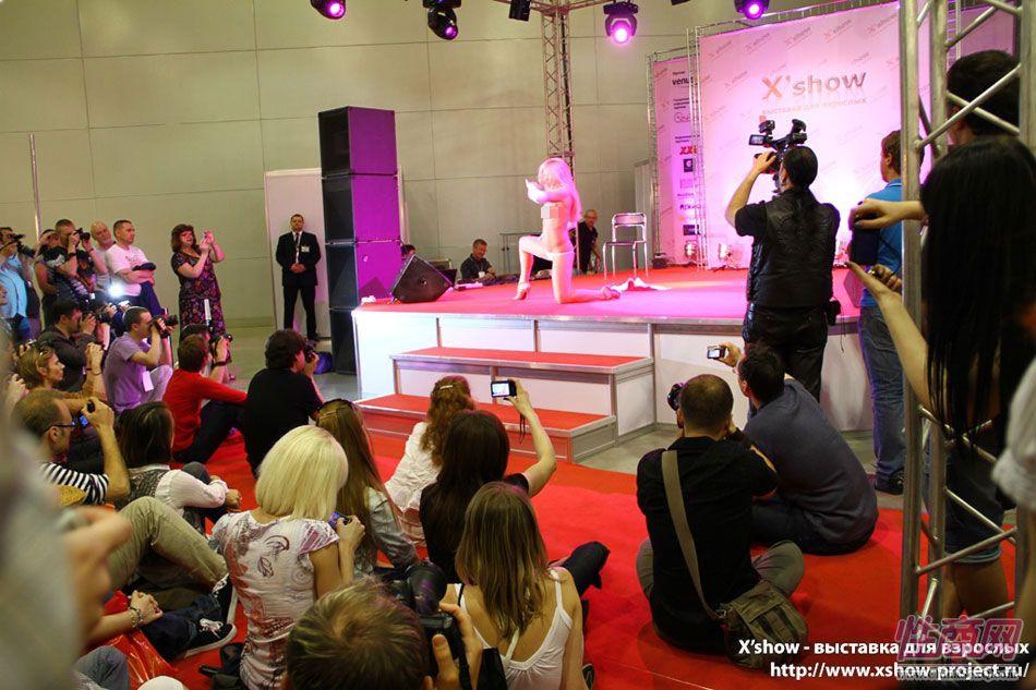 2011俄罗斯成人展香艳舞台图片51