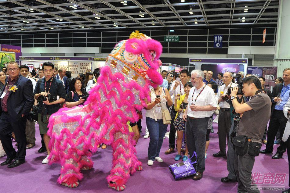 展会现场中国传统舞狮技艺高超