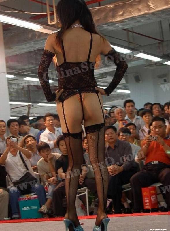 情趣内衣秀模特背影