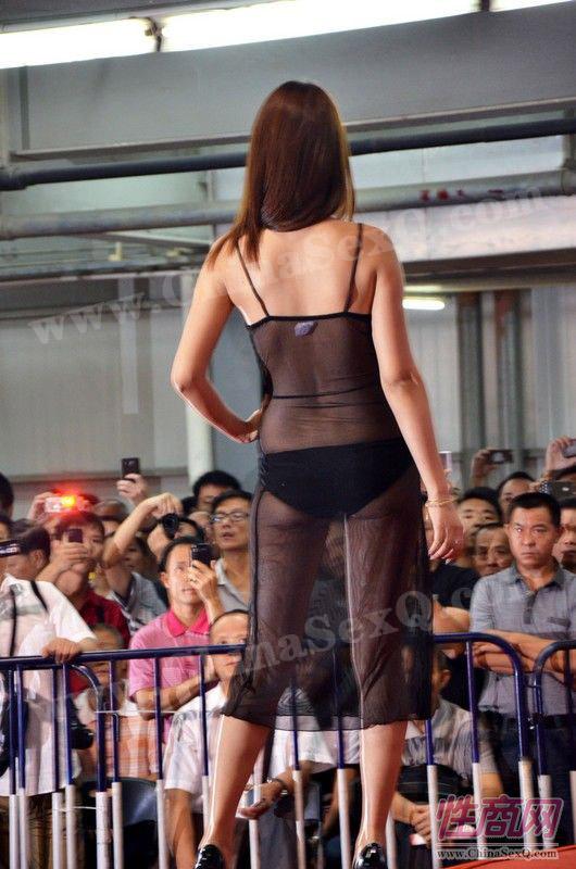 2012广州性文化节情趣内衣秀高清大图图片22