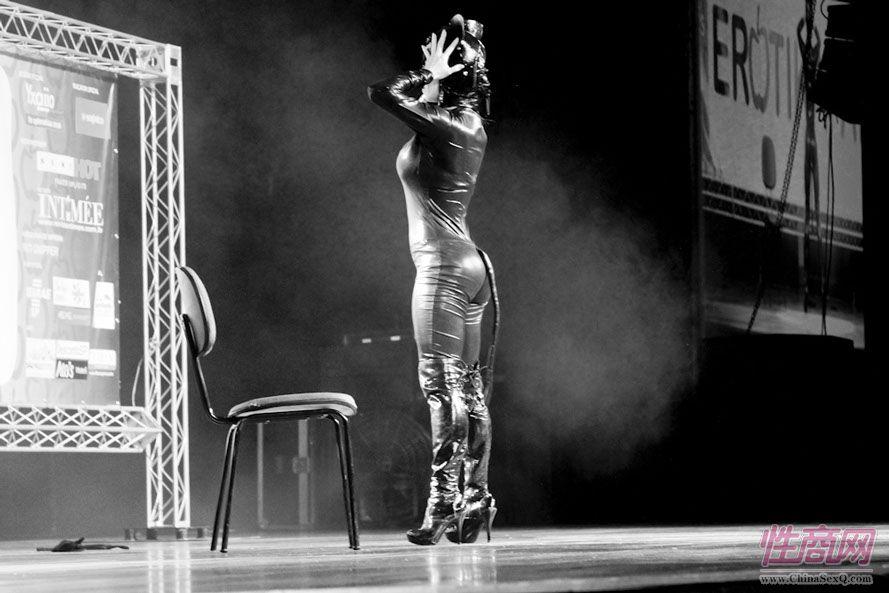 2013巴西圣保罗成人展现场精彩舞台表演图片2