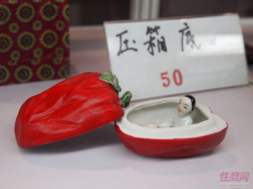 压箱底瓷盒工艺品(1)(貌似是辣椒)