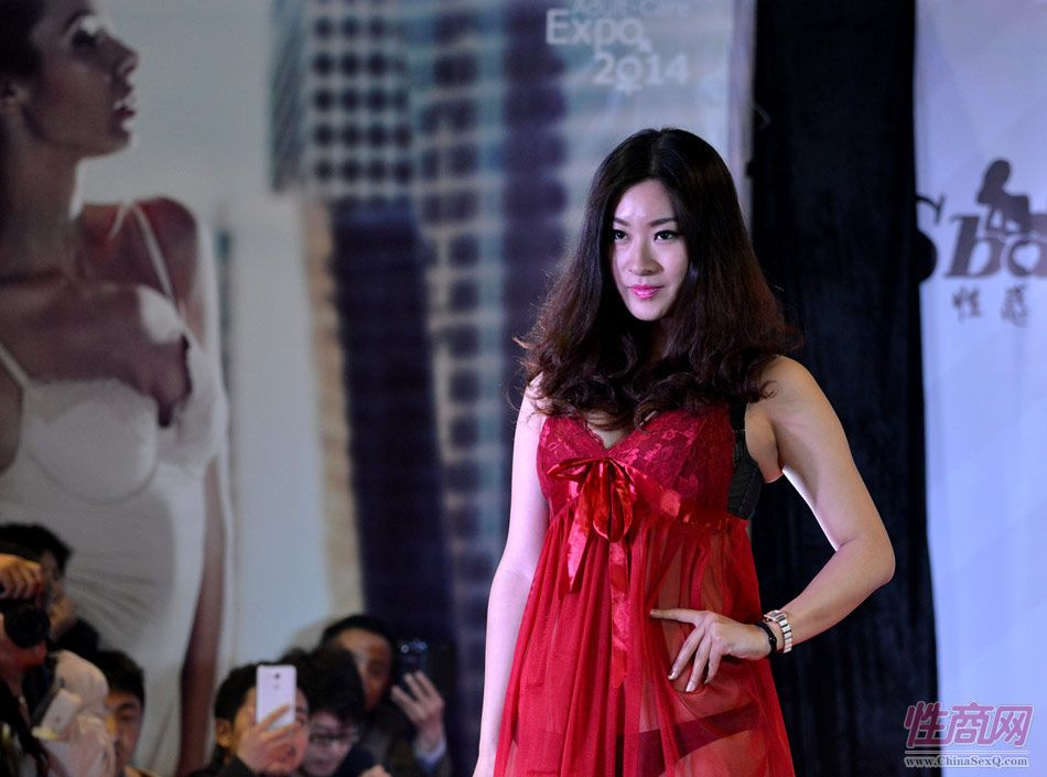 2014上海成人展AV女优PK美女模特(1)图片36