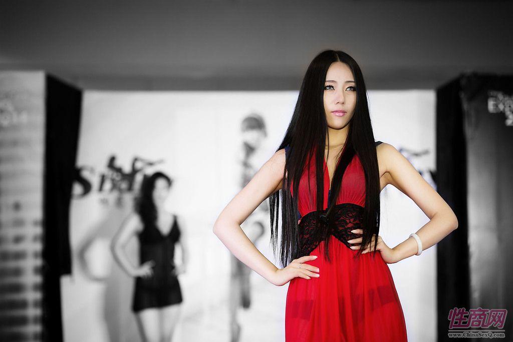2014上海国际成人展性感情趣内衣T台秀图片3