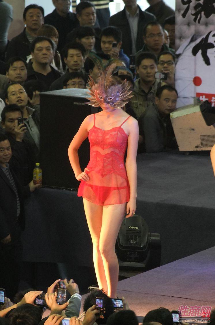红色透视装情趣内衣