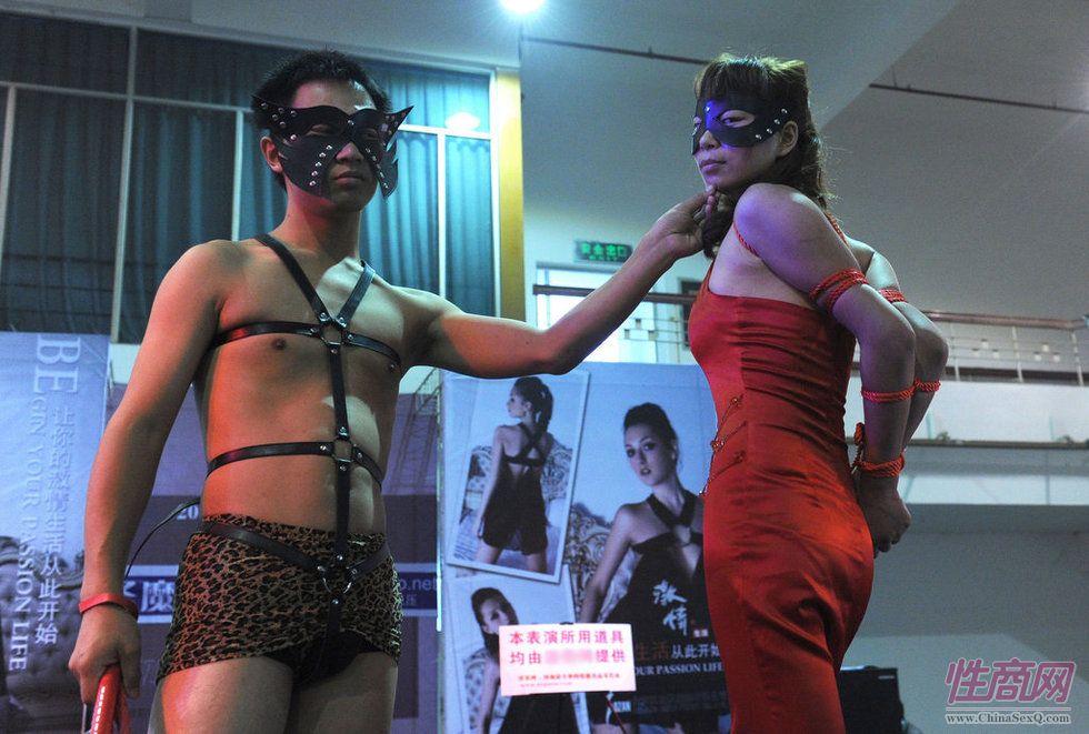2011第四届郑州性文化节―SM表演图片2