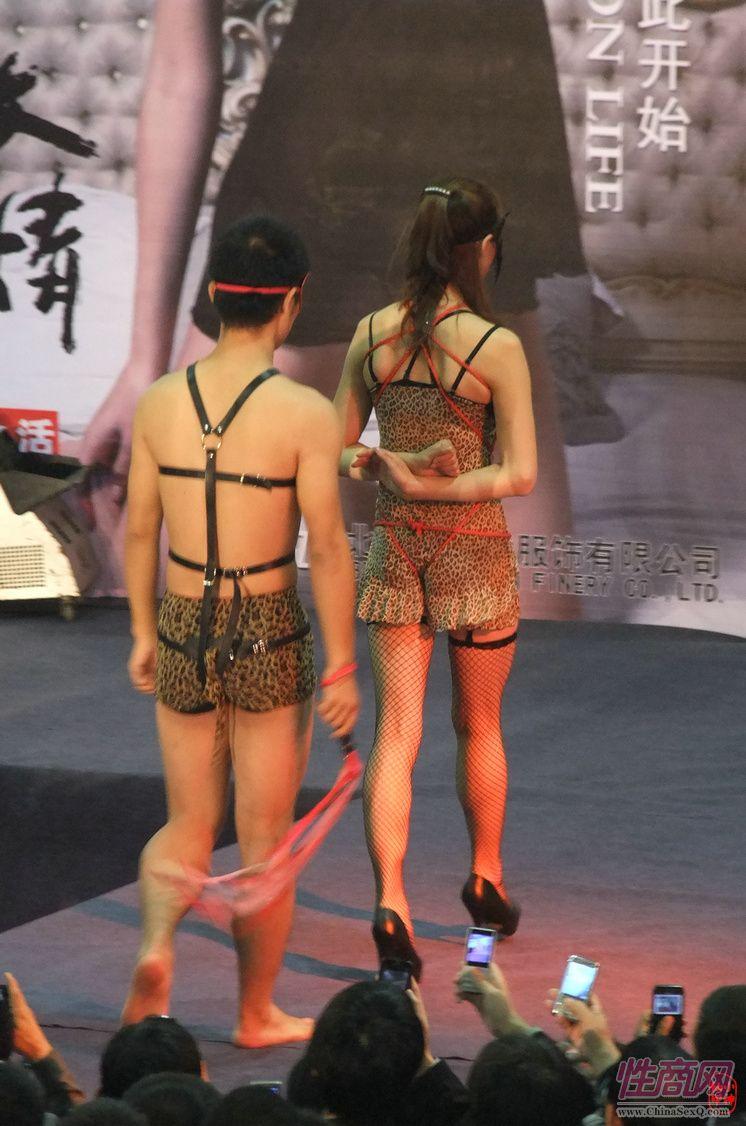 2011第四届郑州性文化节―SM表演图片8