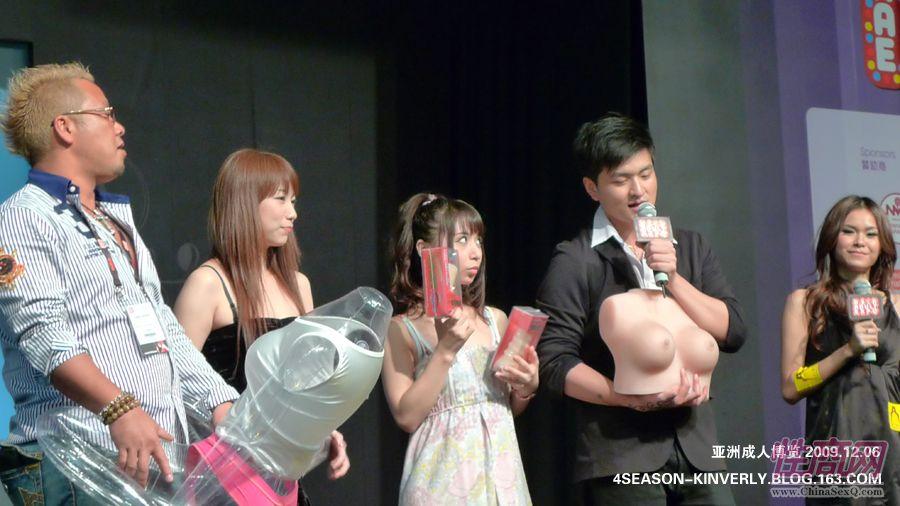2009亚洲成人博览特邀日本AV女优参展图片11
