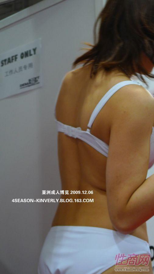 2009亚洲成人博览特邀日本AV女优参展图片19