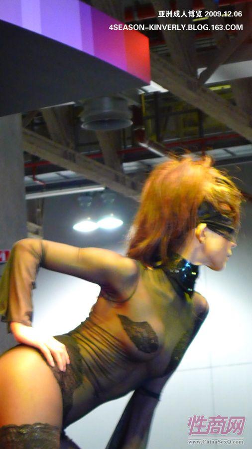 2009亚洲成人博览日本Libido钢管舞表演图片11