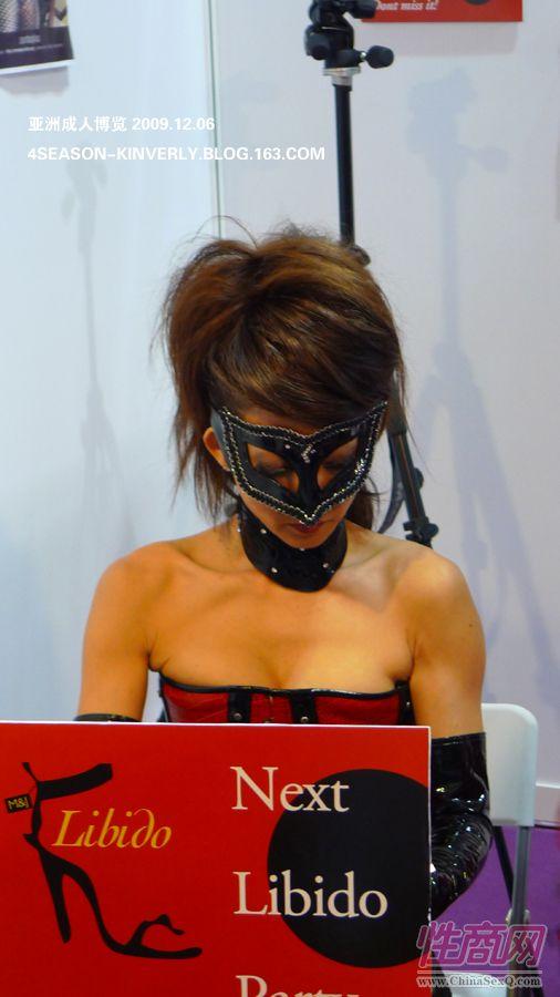 2009亚洲成人博览日本Libido钢管舞表演图片4