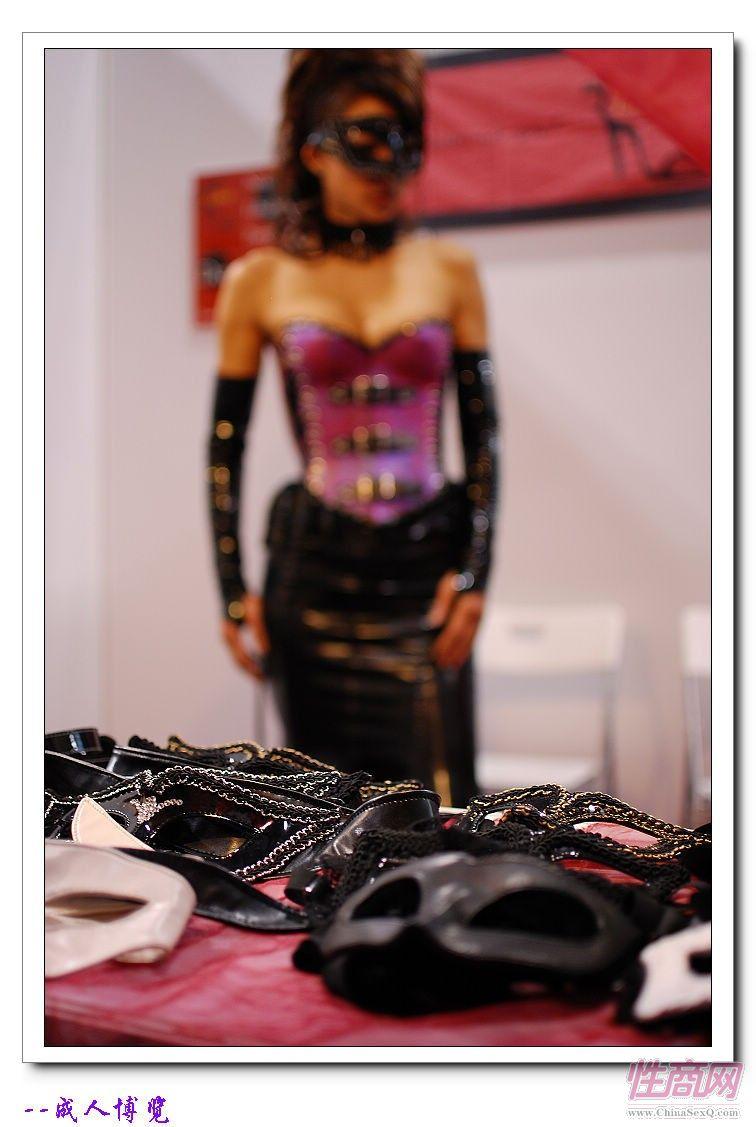 2009亚洲成人博览日本Libido钢管舞表演图片29