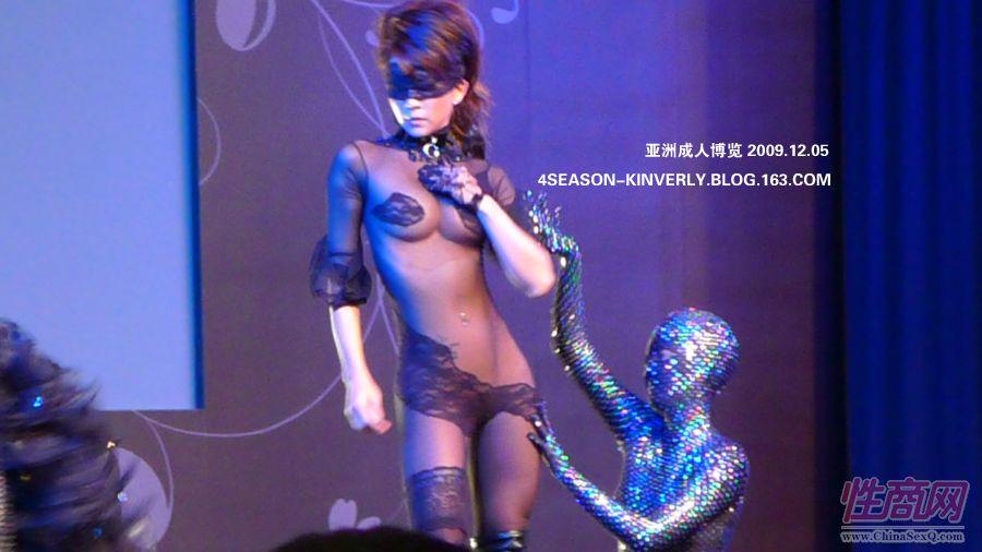 2009亚洲成人博览日本Libido钢管舞表演图片3