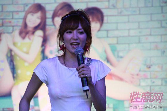 日本女优大桥未久参加2011亚洲成人博览_2图片3