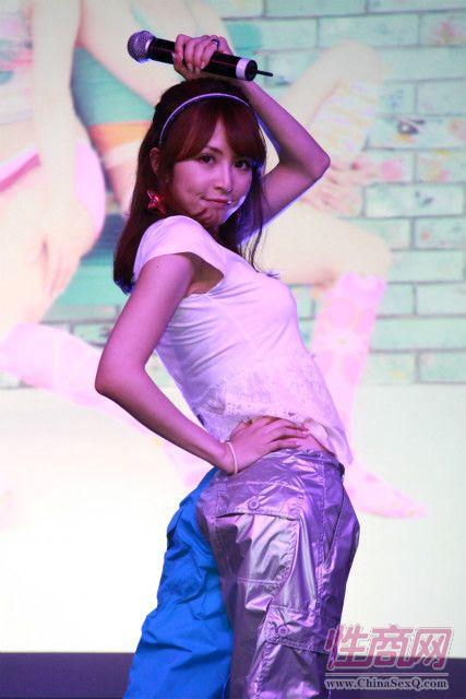 日本女优大桥未久参加2011亚洲成人博览_3