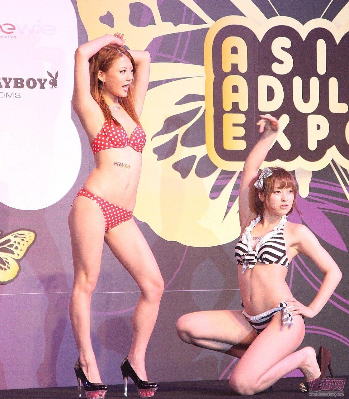 成人中文字幕1_日本女优大桥未久参加2011亚洲成人博览_1