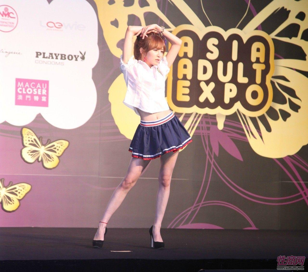 日本女优大桥未久参加2011亚洲成人博览_1图片1