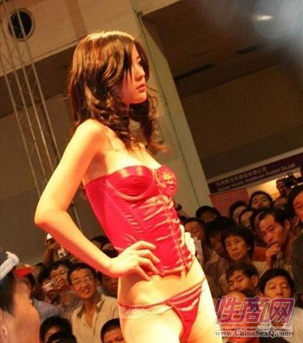 第四届上海国际成人展--模特秀图片1