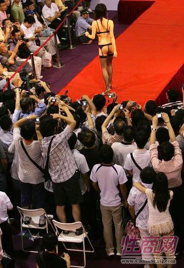 第四届上海国际成人展--模特秀图片5