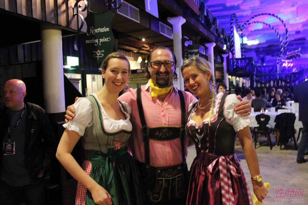 erofame之夜的德国啤酒女郎,微笑象阳光一样温暖