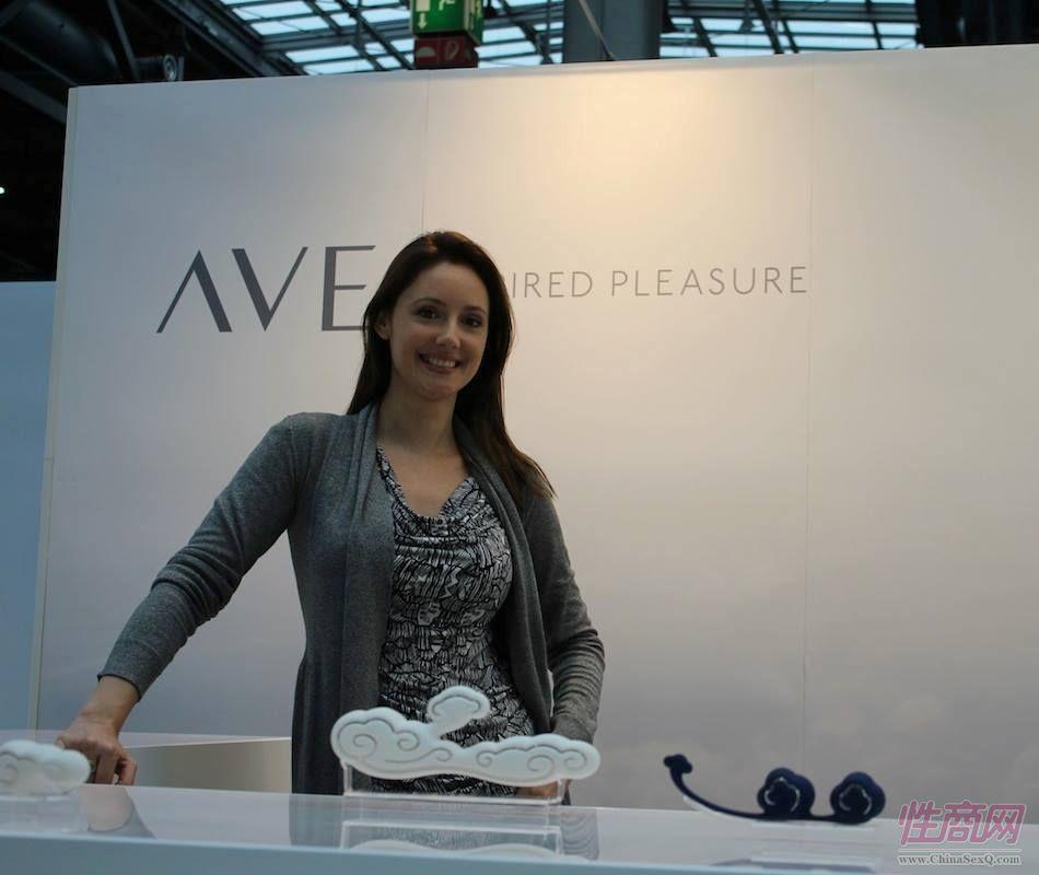优雅的AVE展台的女工作人员