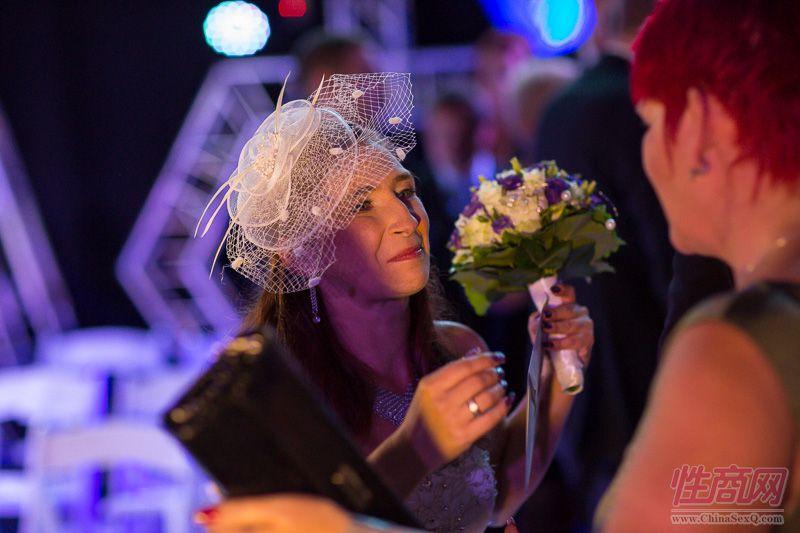 2015德国柏林成人展现场为新人举行婚礼图片33