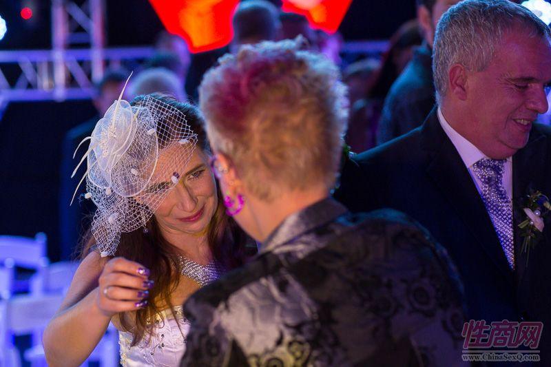 2015德国柏林成人展现场为新人举行婚礼图片31