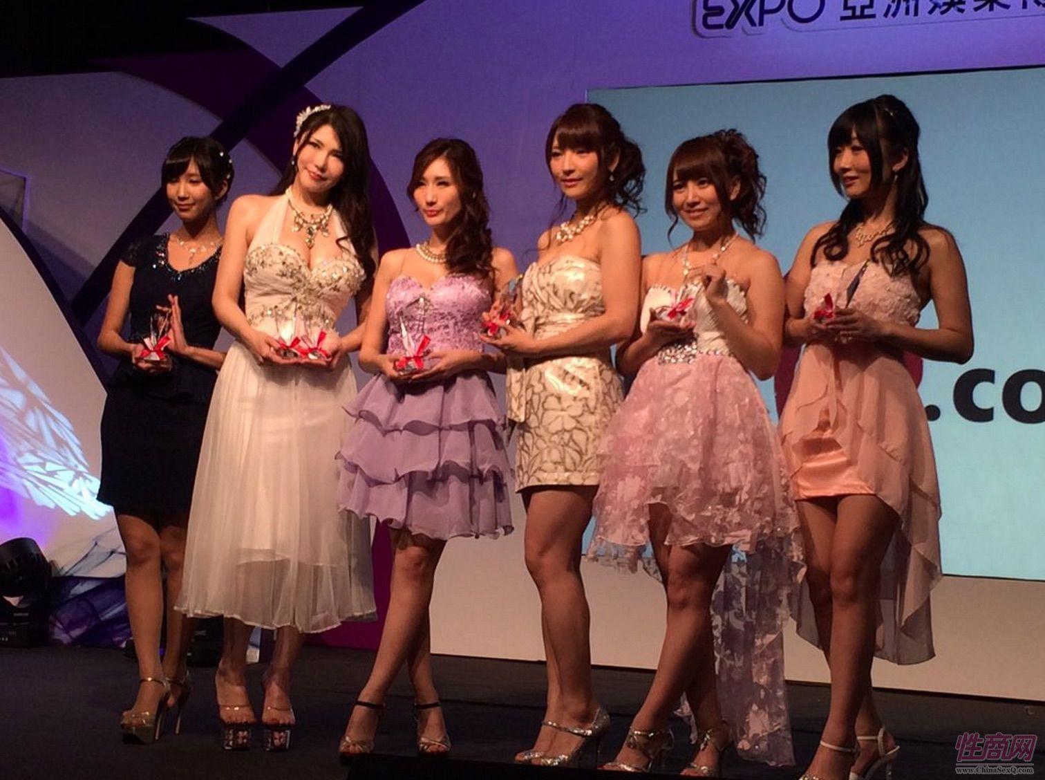 2015亚洲娱乐博览(澳门)女优组团助阵图片29