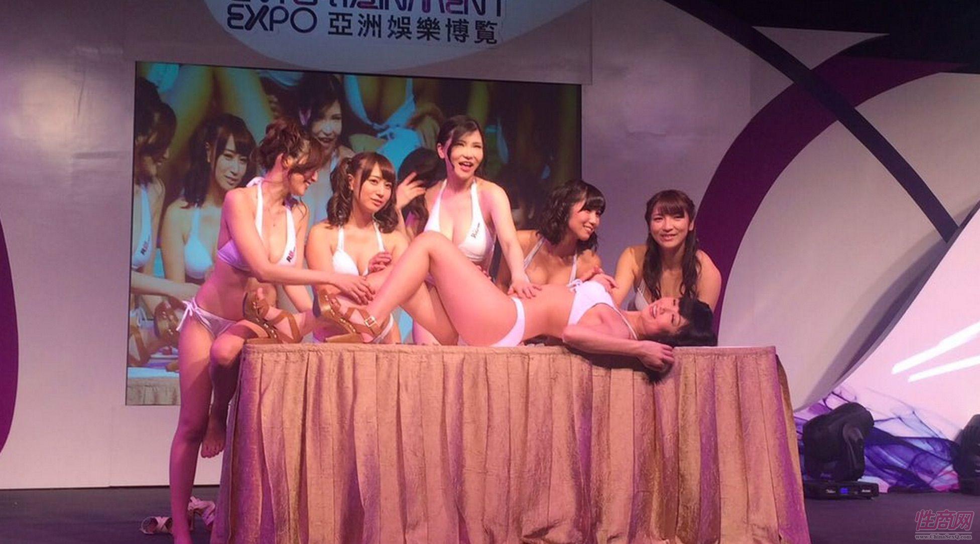 2015亚洲娱乐博览(澳门)女优组团助阵图片41