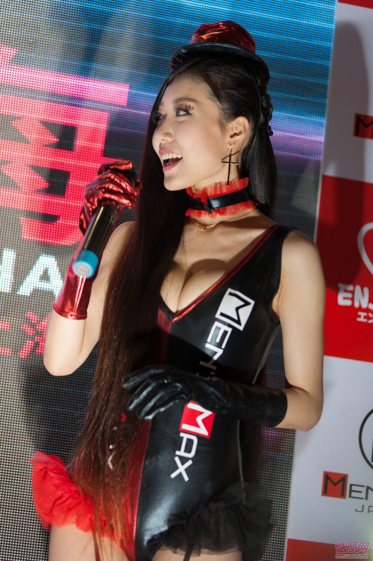 性商网美女记者带你看2015年上海成人展图片33