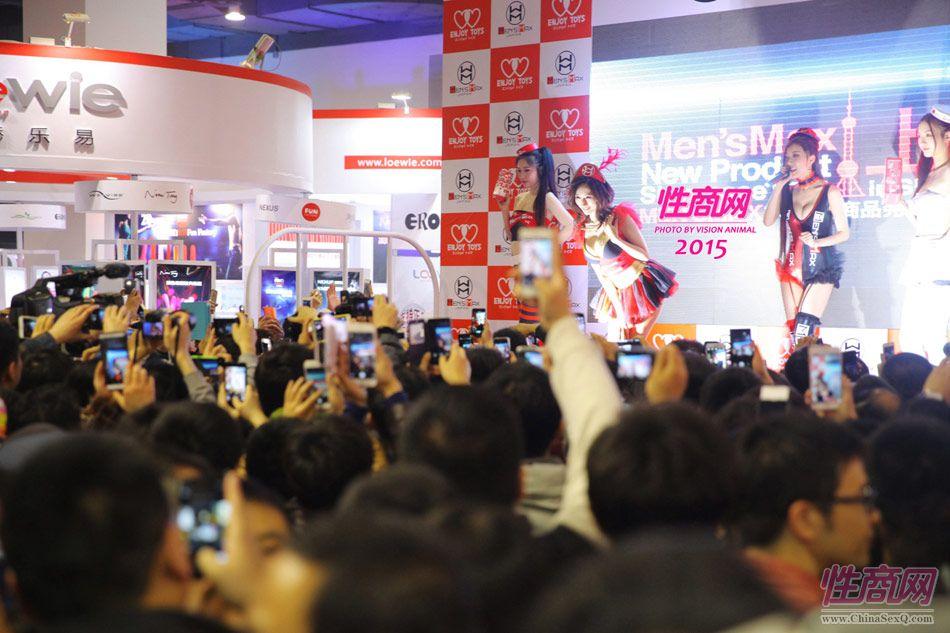 性商网美女记者带你看2015年上海成人展图片34