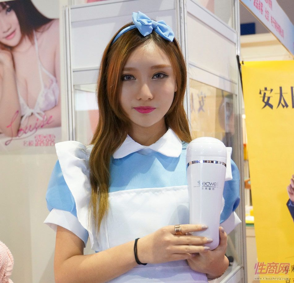 性商网美女记者带你看2015年上海成人展图片20