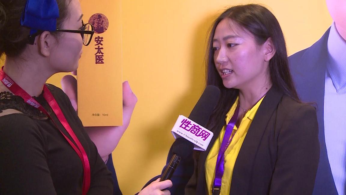 性商网美女记者带你看2015年上海成人展图片8